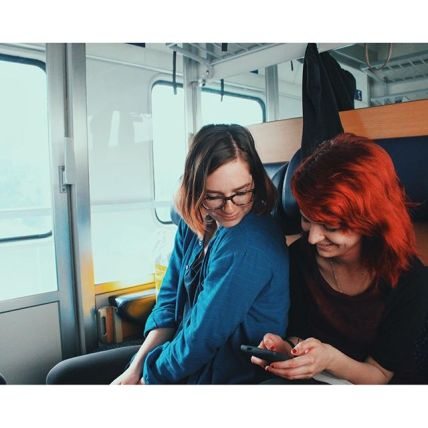 Friends on the train - Photo by G.Evans
